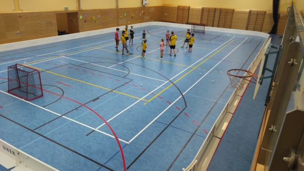 Floorball-Training mit Bande
